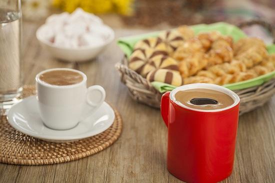 Πιες καφέ, σώσε την καρδιά σου.