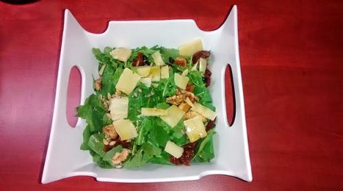 Σαλάτα με ρόκα παρμεζάνα